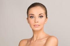 Ritratto della ragazza di bellezza Bella giovane donna fotografie stock libere da diritti