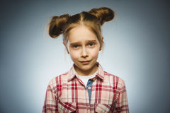 Ritratto della ragazza di offesa Emozione umana negativa fotografia stock