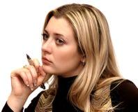 Ritratto della ragazza di pensiero sopra bianco fotografie stock libere da diritti