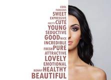 Ritratto della ragazza fresca, giovane e bella nel trucco e nel concetto dei cosmetici Immagini Stock Libere da Diritti