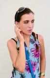 Ritratto della ragazza gesticulating Fotografia Stock