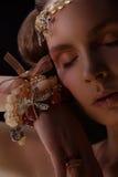 Ritratto della ragazza in gioiello immagini stock libere da diritti
