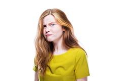 Ritratto della ragazza ingannevole isolato su bianco fotografia stock