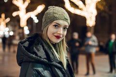 Ritratto della ragazza nell'inverno immagini stock libere da diritti