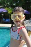 Ritratto della ragazza nella maschera di immersione subacquea Immagine Stock