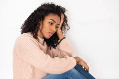 Ritratto della ragazza nera disturbata con le sensibilit? negative immagini stock libere da diritti