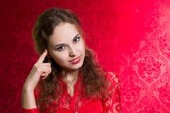Ritratto della ragazza premurosa che esamina la macchina fotografica Fotografia Stock Libera da Diritti