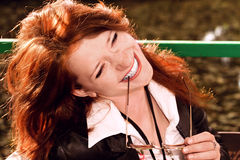 Ritratto della ragazza red-haired di risata Fotografia Stock