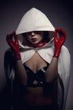 Ritratto della ragazza sensuale del vampiro con le labbra rosse Fotografia Stock Libera da Diritti