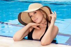 Ritratto della ragazza in un cappello immagini stock libere da diritti