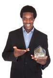 Ritratto della scatola di Showing His Money dell'uomo d'affari Fotografia Stock