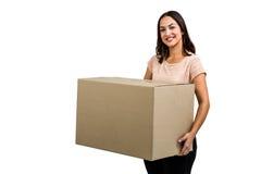 Ritratto della scatola sorridente della tenuta della donna immagine stock