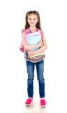Ritratto della scolara sorridente con i libri e lo zaino isolati Immagini Stock