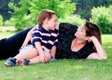Ritratto della sorgente della madre e del figlio Fotografia Stock