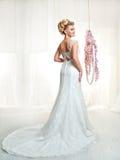 Ritratto della sposa bionda nell'interno Immagine Stock