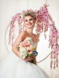 Ritratto della sposa bionda nell'interno Fotografia Stock