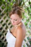 Ritratto della sposa che osserva giù Immagini Stock Libere da Diritti