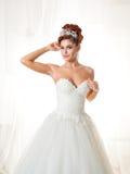 Ritratto della sposa della testarossa nell'interno Fotografia Stock Libera da Diritti