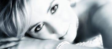 Ritratto della sposa nella seppia blu fotografie stock