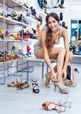 Ritratto delle calzature di estate selezionate montaggio della donna Fotografie Stock Libere da Diritti