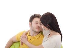 Ritratto delle coppie felici isolate su bianco Fotografie Stock Libere da Diritti