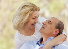 Ritratto delle coppie sorridenti mature Immagini Stock