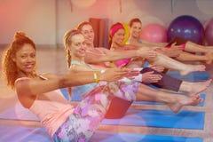Ritratto delle donne che eseguono yoga Immagine Stock Libera da Diritti