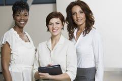 Ritratto delle donne di affari multietniche immagini stock libere da diritti