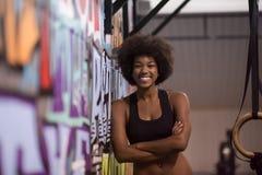 Ritratto delle donne di colore dopo l'esercizio di immersione di allenamento Immagini Stock