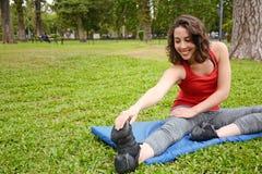 Ritratto delle gambe streching della donna di sport Immagine Stock Libera da Diritti