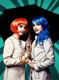 Ritratto delle giovani donne nello stile comico di trucco di Pop art Femmine con l'ombrello illustrazione vettoriale