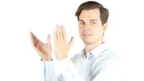 Ritratto delle mani d'applauso di un uomo d'affari felice isolate su un fondo bianco video d archivio