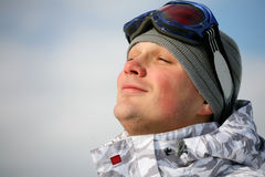 Ritratto dello Snowboarder. Goda di fotografia stock