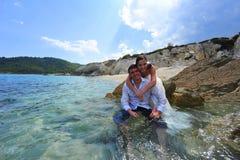Ritratto dello sposo e della sposa - trash il vestito Fotografia Stock