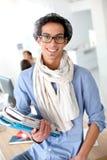 Ritratto dello studente d'avanguardia con i libri Fotografie Stock