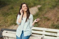 Ritratto dello studente universitario femminile Outdoors On Campus fotografia stock libera da diritti