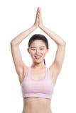 Ritratto dello studio della donna asiatica di anni venti che fa yoga Fotografia Stock