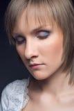 Ritratto dello studio di bella giovane donna immagini stock libere da diritti