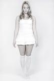 Ritratto dello studio di una condizione bionda lunga della ragazza fotografia stock