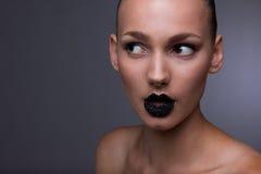 Ritratto dello studio. Labbra nere del caviale Fotografia Stock