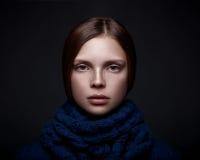 Ritratto di arte di bella ragazza con le lentiggini Fotografia Stock