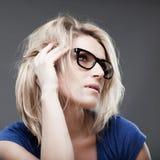 Ritratto di ascolto della donna Fotografia Stock