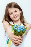 Ritratto di bella bambina con un mazzo dei fiori Immagine Stock Libera da Diritti