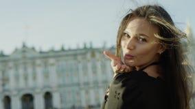 Ritratto di bella donna allegra video d archivio