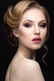 Ritratto di bella donna bionda nell'immagine della sposa Fronte di bellezza Fotografia Stock