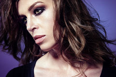 Ritratto di bella donna caucasica, con trucco affumicato degli occhi Immagine Stock Libera da Diritti