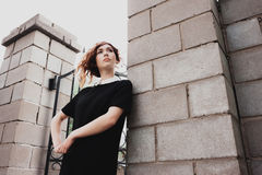 Ritratto di bella donna con capelli rosso scuro Immagini Stock Libere da Diritti