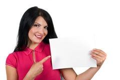 Ritratto di bella donna con la pagina in bianco Immagini Stock Libere da Diritti
