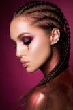 Ritratto di bella donna con le scintille sul suo fronte fotografia stock