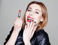 Ritratto di bella donna con rossetto rosso Fotografia Stock Libera da Diritti